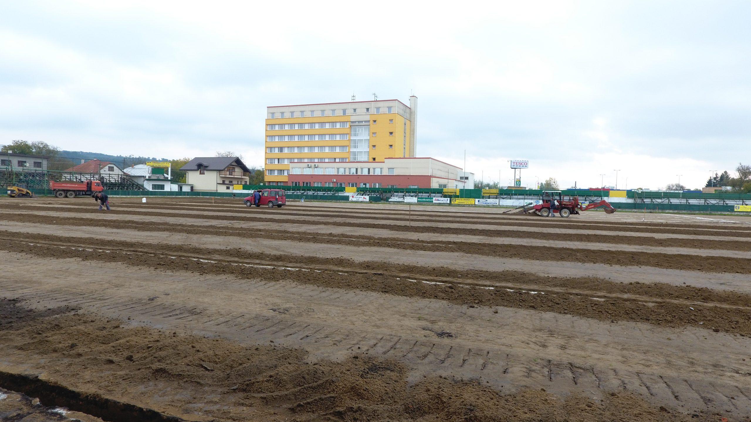 Výstavba futbalového ihriska Vranov nad Topľou