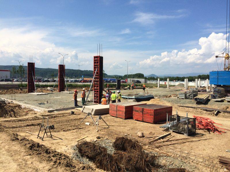 Úprava terénu a založenie stavby Výrobná hala Leyard